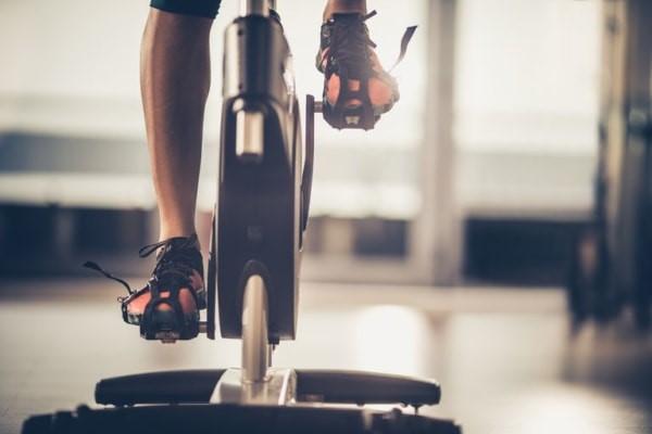đạp xe tập gym đúng cách