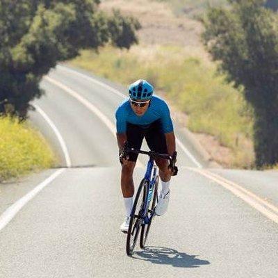 Người lớn tuổi đạp xe mỗi ngày có tốt không?