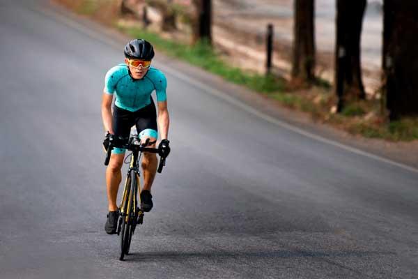 chạy bộ hay đạp xe giảm cân nhanh hơn