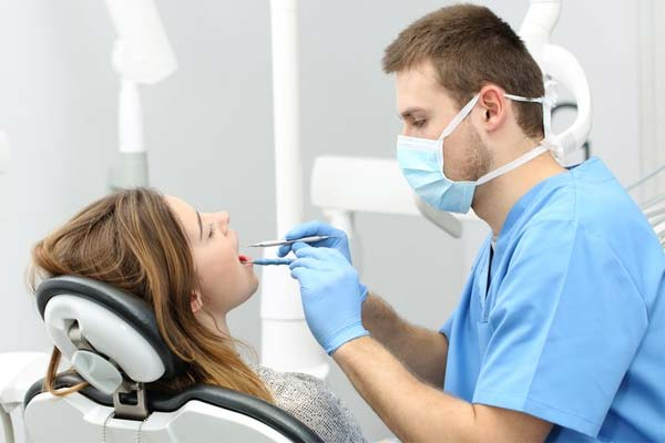nhổ răng khôn gây tê hay mê
