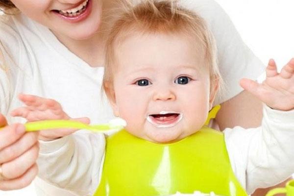 sữa chua cho bé 7 tháng
